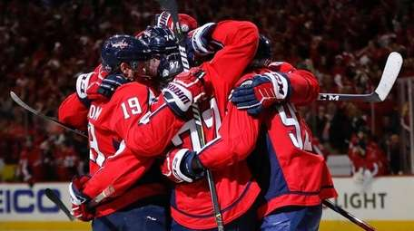 Capitals right wing T.J. Oshie celebrates with his