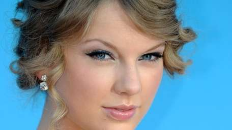 Singer Taylor Swift arrives at the 45th Academy