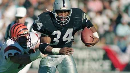1986: BO JACKSON, RB, Tampa Bay Buccaneers Yes,