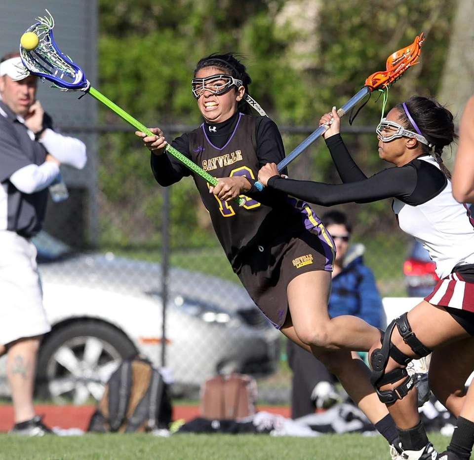 Sayville's Jordan Lite passes over the middle during
