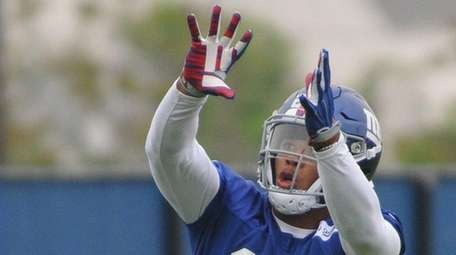 Running back Saquon Barkley practices during the second