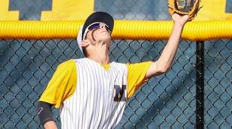 Wade Kelly of Massapequa makes the catch at