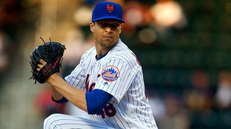Mets pitcher Jacob deGrom delivers in the first