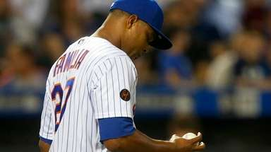 Mets pitcher Jeurys Familia reacts after giving up