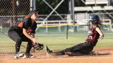 Mepham's Diana Benedetto beats the throw to Marissa