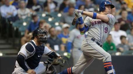 Brandon Nimmo triples during the third inning against