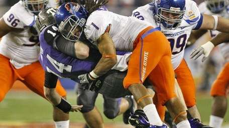Boise State cornerback Kyle Wilson sacks TCU's Andy
