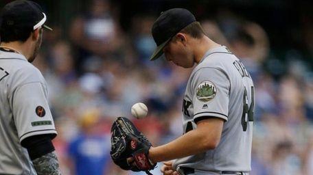 Mets pitcher Chris Flexen tosses the ball up