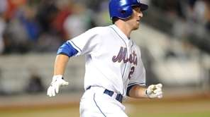 New York Mets sensation #29 Ike Davis rounds