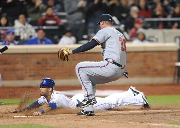 New York Mets #16 Angel Pagan slides home