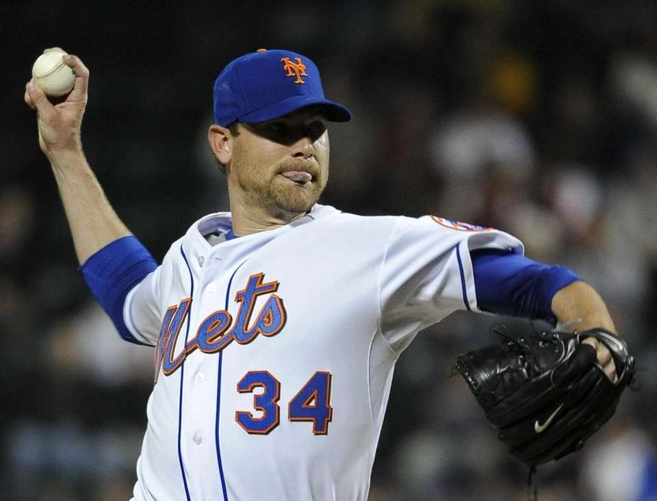 Mets starter Mike Pelfrey pitches in the first