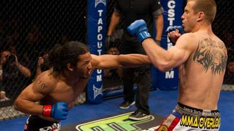 Ben Henderson, left, successfully defended his lightweight title