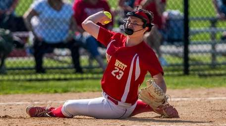 Half Hollow Hills West pitcher Jillian Weinstein throw