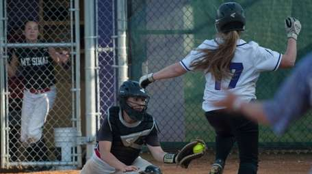 Mt. Sinai's Ilexa Skulnick tags out Sayville's Brooke