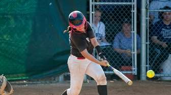 Mt. Sinai's Ilexa Skulnick bats against Sayville during