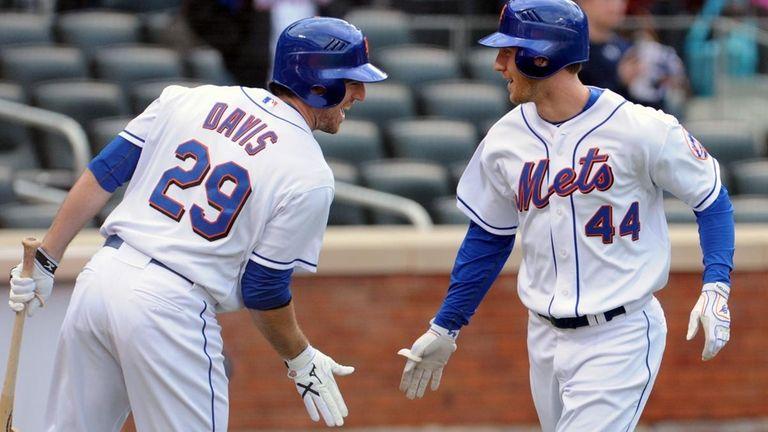 Mets left fielder Jason Bay, right, is congratulated