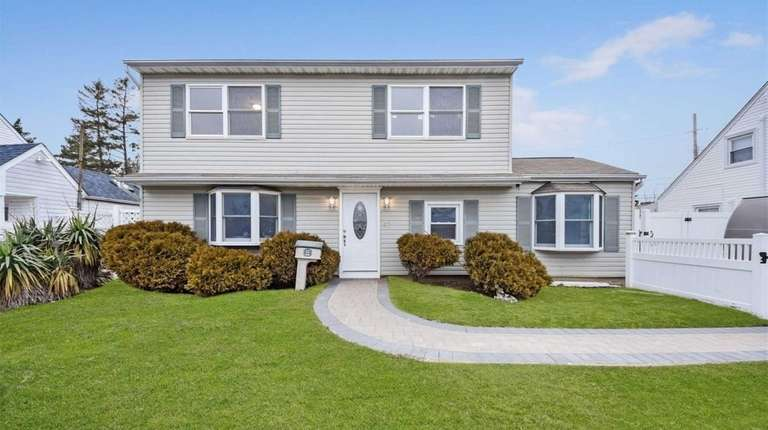 This Levittown Colonial, with five bedrooms and two