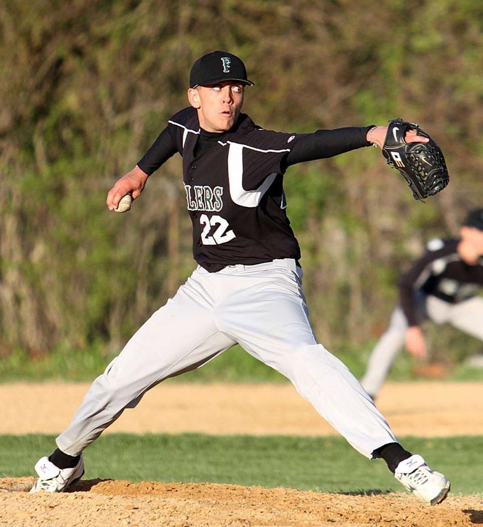 Winning Farmingdale pitcher, Glenn Cinelli. (April 28, 2010)
