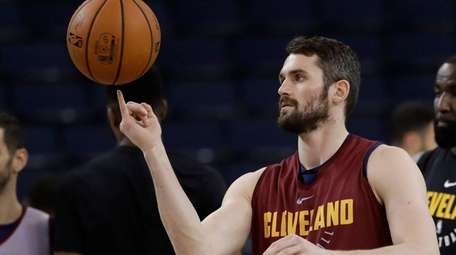 Cleveland's Kevin Love juggles a basketball during practice