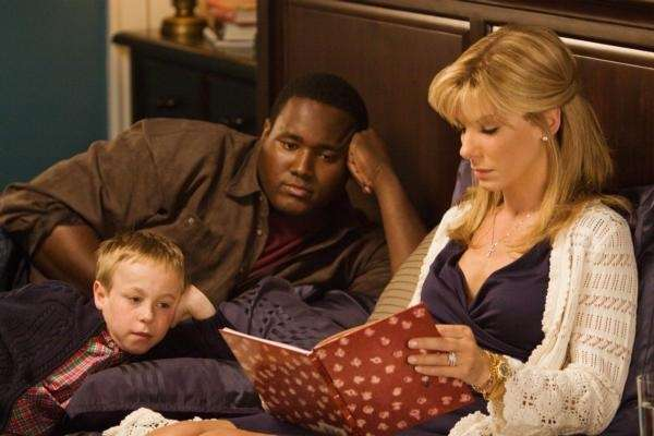 Leigh Anne Tuohy (Sandra Bullock) and her family