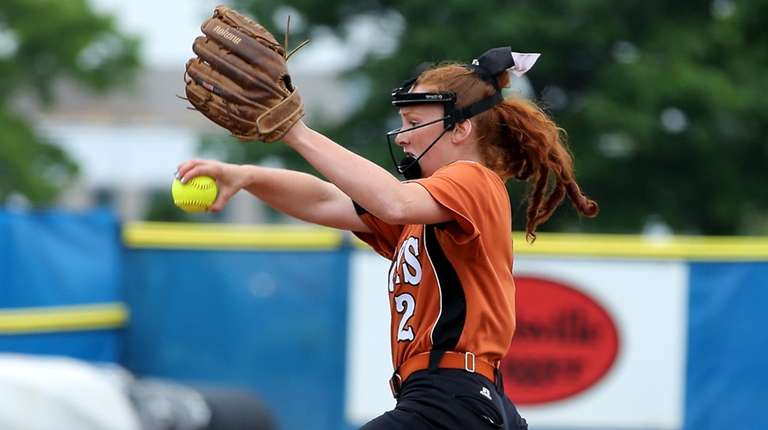 East Rockaway pitcher Emily Chelius delivers against Mercy