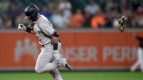 Yankees second baseman Gleyber Torres loses one of