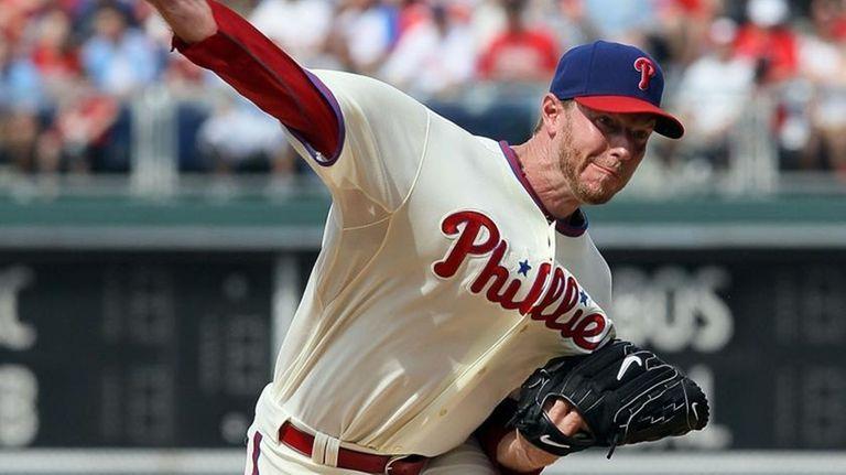 Roy Halladay #34 of the Philadelphia Phillies delivers