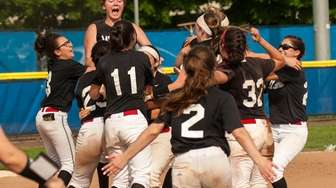Mt. Sinai celebrates after beating Carey in the