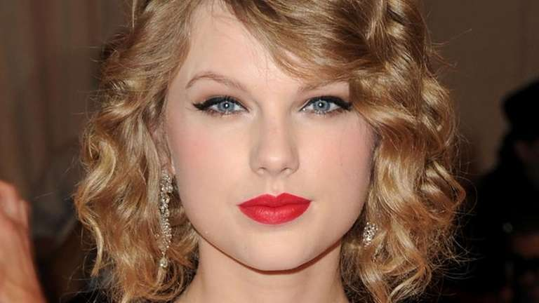 Taylor Swift attends the Costume Institute Gala Benefit