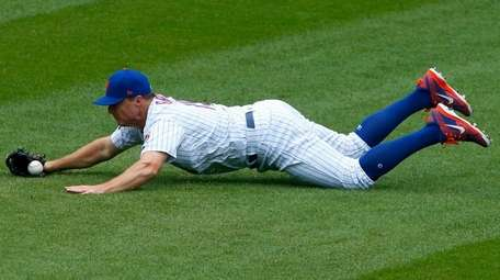 Jay Bruce can't come up with a ball
