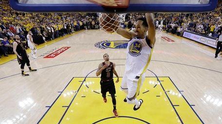 Golden State Warriors guard Shaun Livingston dunks as