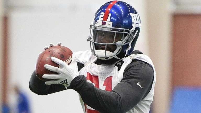 Giants safety Landon Collins makes a catch during