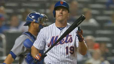 Jay Bruce of the Mets strikes out against