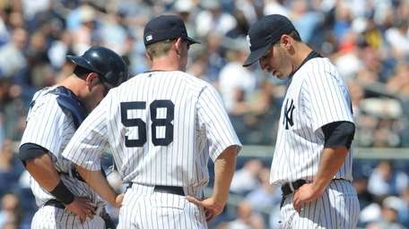 New York Yankees pitching coach Dave Eiland (58)