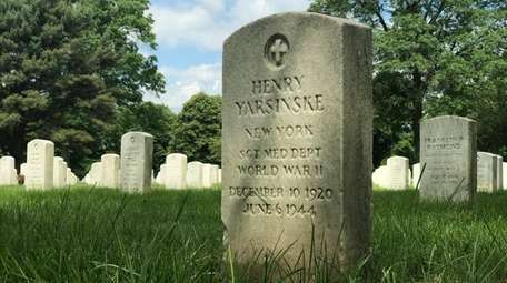 The grave of Henry Yarsinske at Long Island