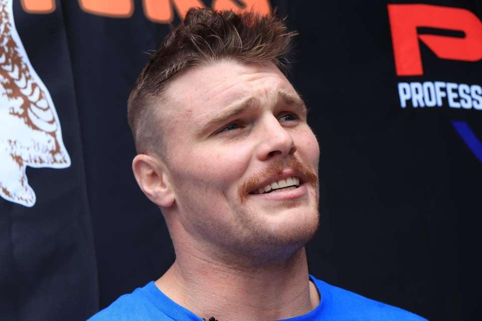 Jake Heun speaks at the open workout for