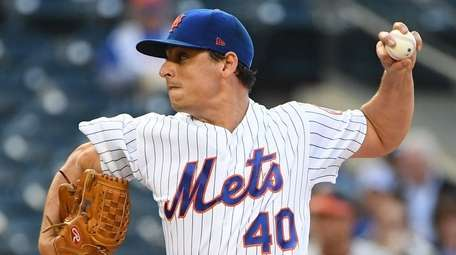 Mets pitcher Jason Vargas delivers against the Orioles