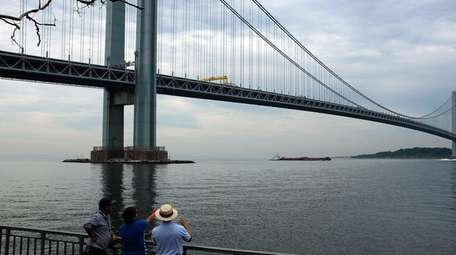 Legislation proposes the Verrazano-Narrows Bridge get signs with