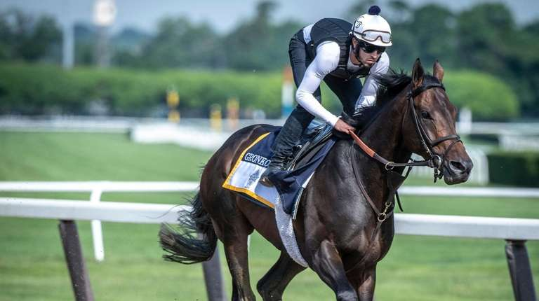 Gronkowski works out under exercise rider at Belmont