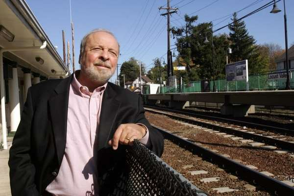 Locust Valley-October 22, 2008: Nelson DeMille, author of