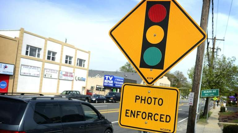 Red-light camera revenues jump in Nassau County | Newsday