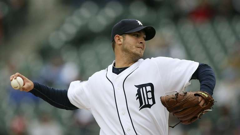 The Tigers pitcher Rick Porcello pitches during the