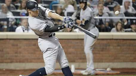Yankees rightfielder Aaron Judge hits a solo homer