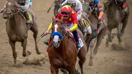 Justify coming home in the last stretch to