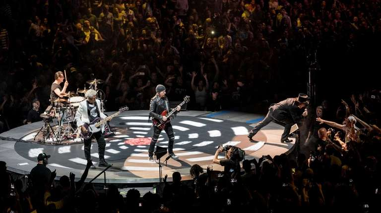 """U2 performs on its """"Experience + Innocence Tour"""