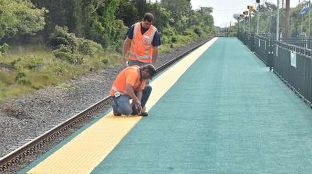 Workers get the temporary LIRR Shinnecock Hills Station