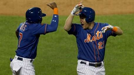 Todd Frazier of the Mets celebrates his fifth-inning