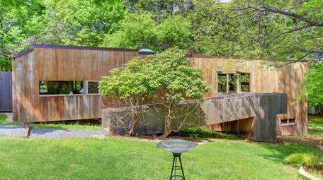 This Asharoken house designed by architect Norman Jaffe