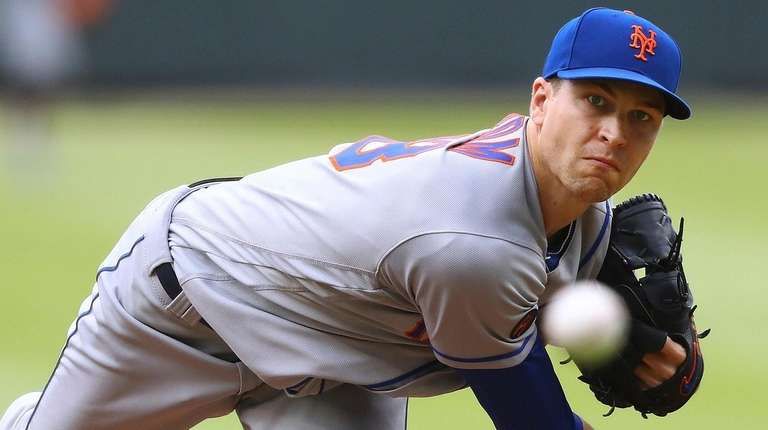 Mets pitcher Jacob deGrom throws against the Braves