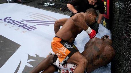 Alistair Overeem beat Brett Rogers by first-round TKO